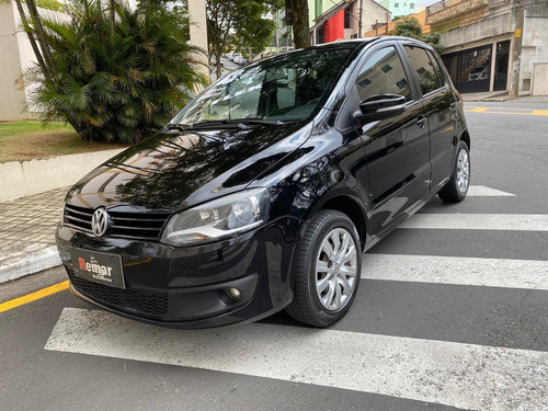 Imagem 1 de 10 de Volkswagen Fox  1.6 Mi Total Flex 8v 5p 2013 Completo