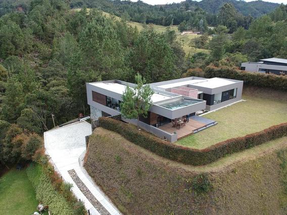 Casa Moderna En El Alto Del Escobero