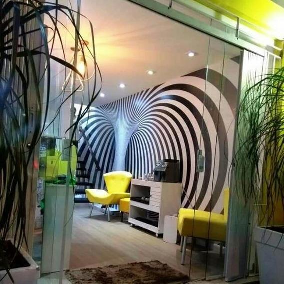 Salão De Beleza Lindo Com Clientela
