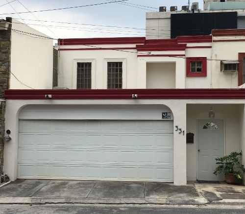 Renta De Casa En Calle Privada