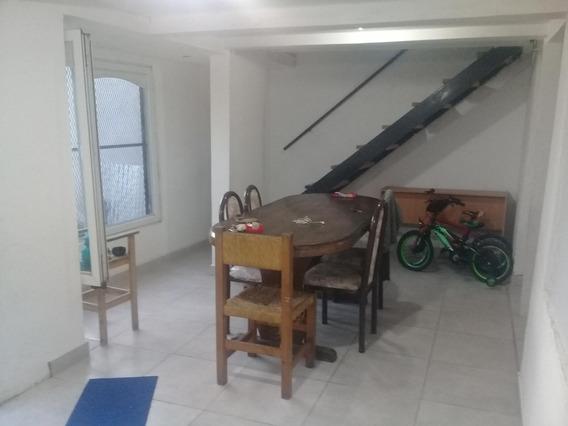 Casa En Alquiler Dos Dormitorios Parque Y Cochera, 28 Y 429
