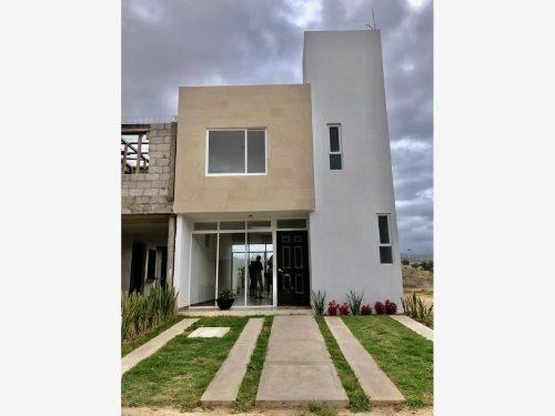 Casa Sola En Venta Privada Al Sur De La Ciudad, Moderna Y Amplia