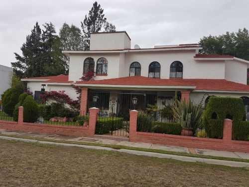 Se Vende Hermosa Casa En Club De Golf En Tequisquiapan