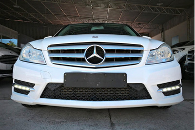 Mercedes Benz C180 Turbo 1.6. Branco 2013/14
