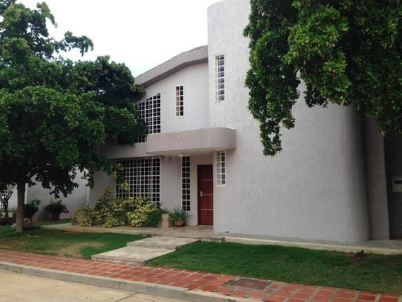 Townhouse En Venta. Doral Norte. Mls 20-18363. Adl