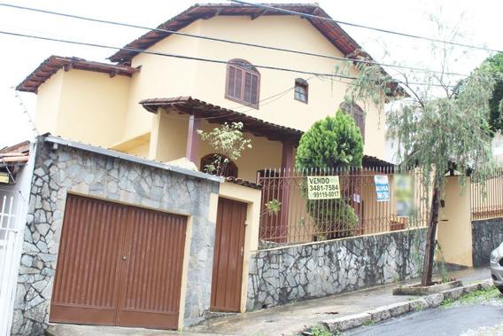 Casa De 3 Quartos No Bairro Sagrada Família - 2833