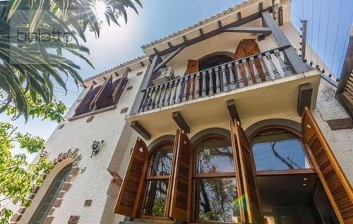 Casa Tradicional, 3 Quartos  E 3 Vagas No Bairro Petrópolis - Ca0286