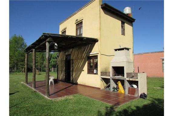 Vivienda Multifamiliar / 2 Casas + Terreno / Pilar