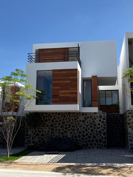 Hermosas Y Amplias Casas Con Excelente Ubicación