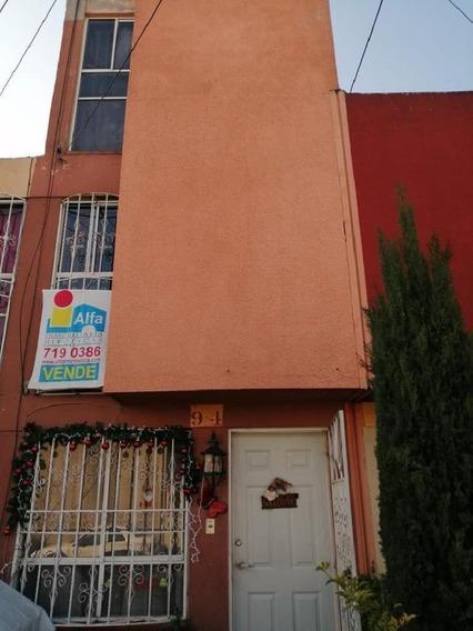 Casa En Venta En Fraccionamiento Los Héroes