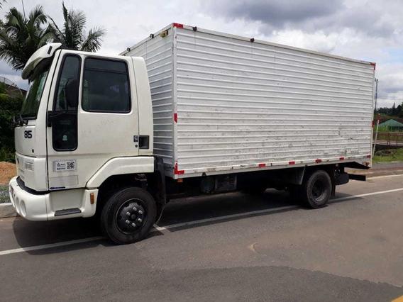Ford Cargo 815 2003 4x2 Braco No Baú