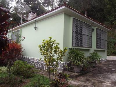 Excelente Casa Plana E No Centro Com 2 Quartos,, 2 Salas