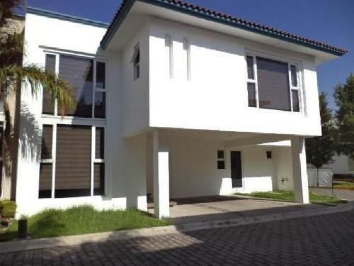 Venta De Casa En Residencial Casa De Las Fuentes En Metepec