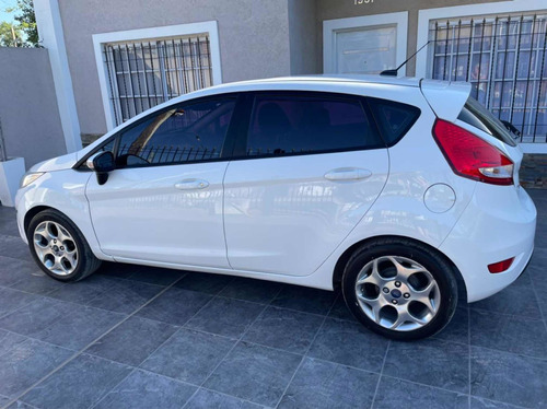 Ford Fiesta Kinetic Design 1.6 Design 120cv Titanium 2012