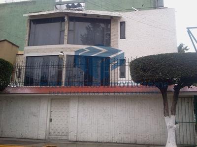 Casa De Remate Bancario En Paseo Del Rio