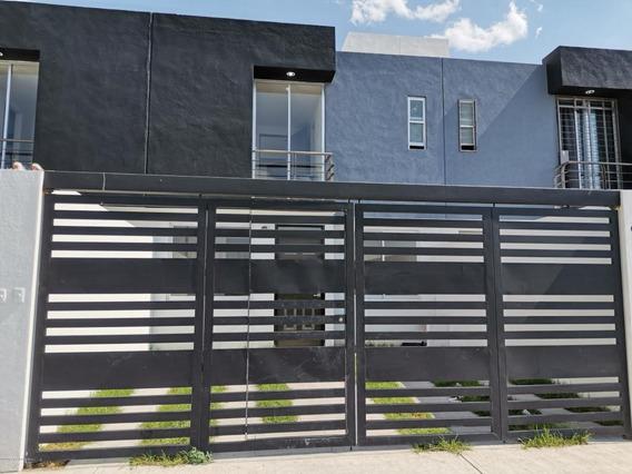 Casa En Venta En El Rocio, Queretaro, Rah-mx-21-179