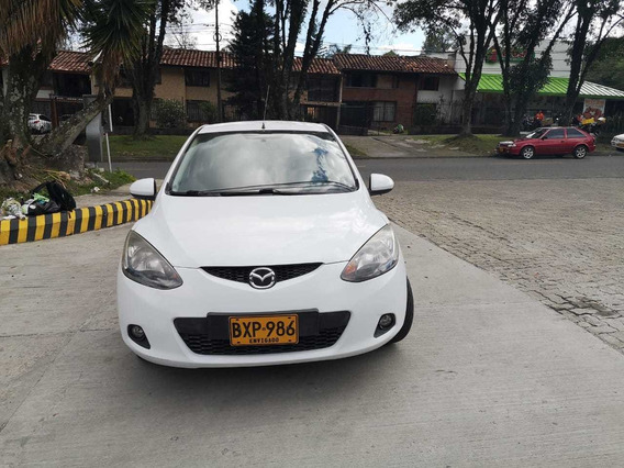 Mazda 2 2011 Blanco Como Nuevo