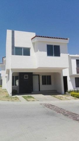 Renta Casa En Fracc. Altavista - 1553001057