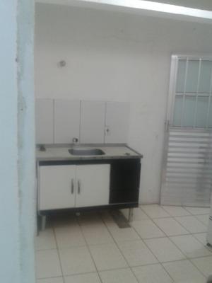 Alugo 2 Cômodos + Banheiro E Area De Serviço