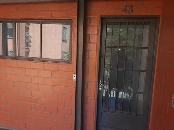 Apartamento De 2 Dorm., Sala, Coz., 1 Banh. Com 64m2