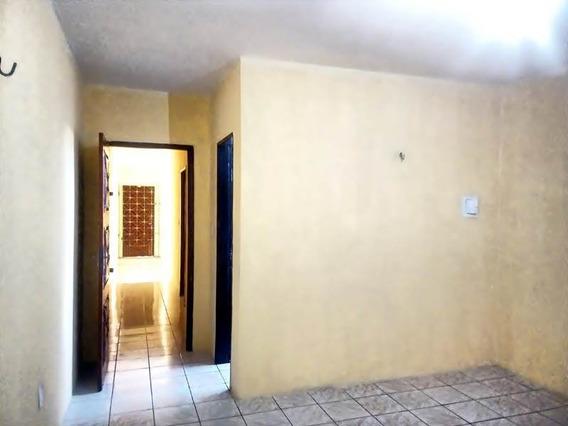 Kitinet No Montese - Quarto, Sala, Cozinha, Banheiro
