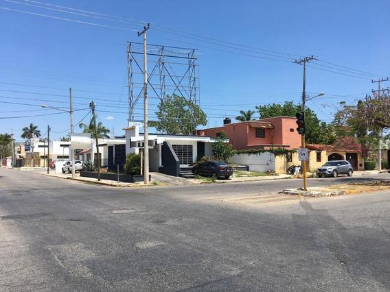 Esquina Sobre 2 Avenidas De Alto Flujo Vehicular En Merida, 375 M² De Superficie(casa Para Local Comercial)