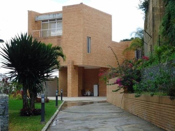 Espectacular Casa Totalmente Actualizada En Alto Hatillo.