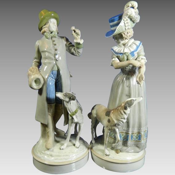 Antiguo Par De Figuras En Porcelana Austriaca Amphora
