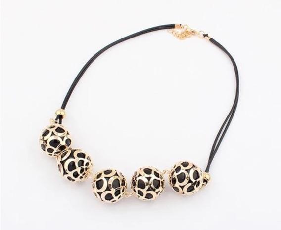 Collar Moderno Corto Para Dama Con Esferas De Metal Dorado