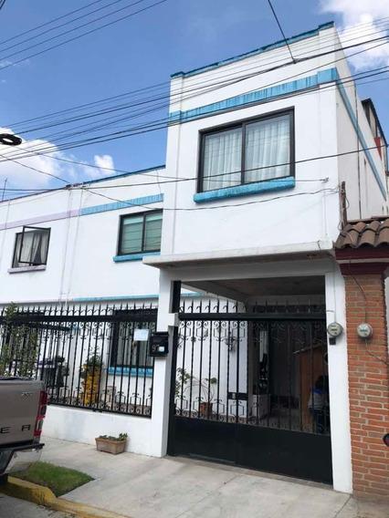 Casa 3 Recámaras, 2 Baños.