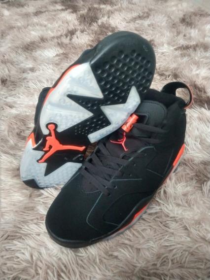 Tênis Nike Air Jordan 6