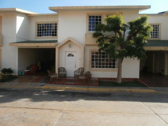 Venta Townhouse En Lagunita Villa Country, Mls #20-8482