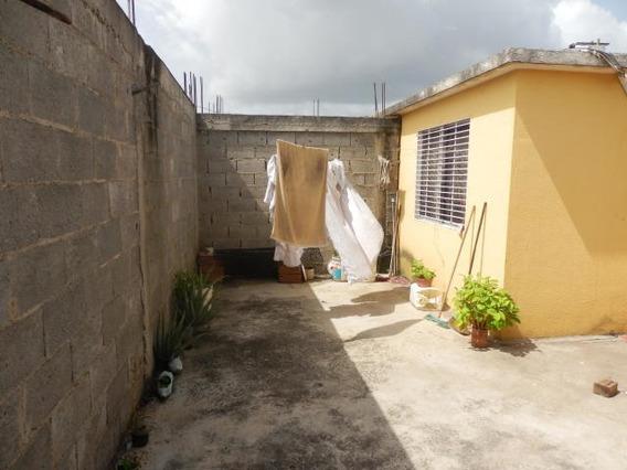 Casa En Venta Barquisimeto Rah: 19-8642 Rhde