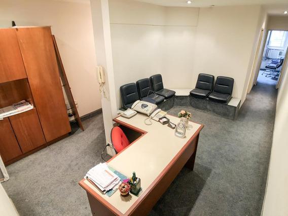 Venta De Departamento Tipo Oficina En San Nicolas Con Apto Profesional