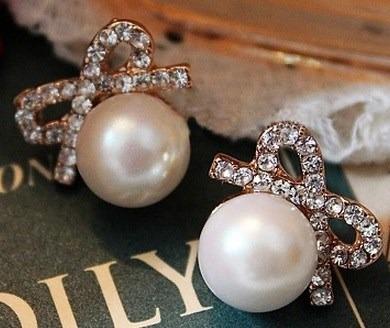 Imagen 1 de 5 de Lindos Aretes Perlas Con Lacito Cristales Para Vestido Blusa