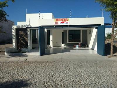 Casa Sola En Venta Venta; Preciosa Casa Con Acabados De Lujo Y Jardín En Esmeralda Norte