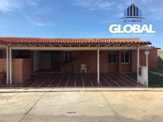 Casa En Tucacas, Res. Playuela. Glc-377