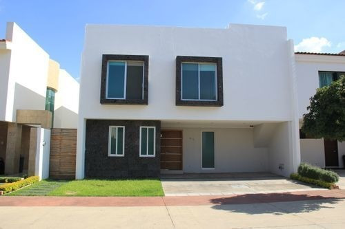 Casa En Venta Y Renta En Solares