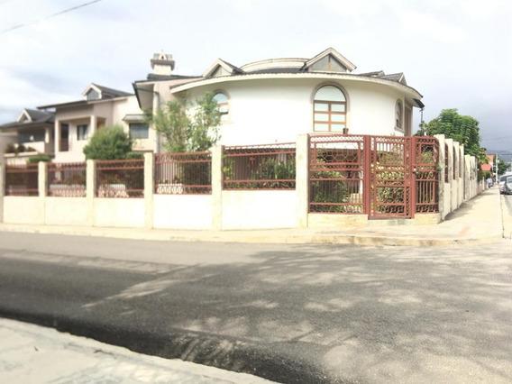 Casa De Venta En Constanza De Dos Niveles. Rac-113