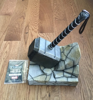 Gentle Giant - Thor Mjolnir Hammer Bookend Statue - Nuevo !!