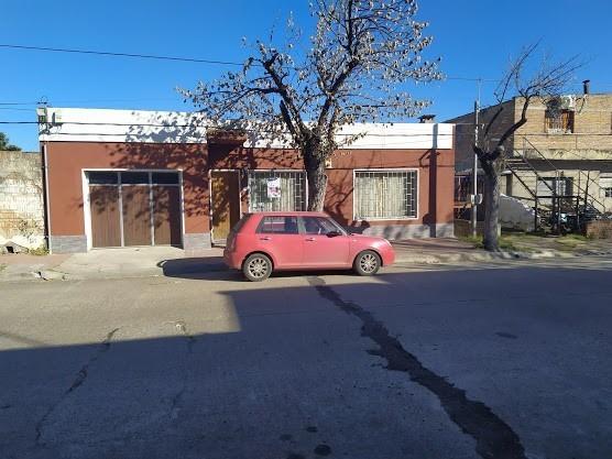 Casa Céntrica, 3 Dormitorios, Garaje Y Patio