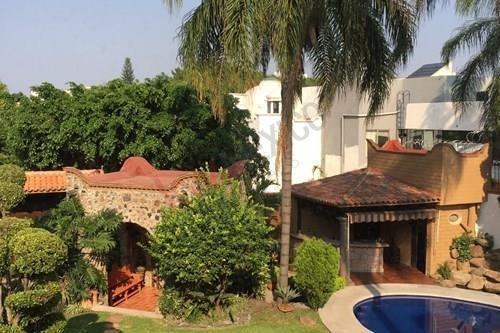 Casa En Privada Con Vigilancia, Zona Residencial Clave: 636sc, Cuernavaca, Mor., Col. Vistahermosa