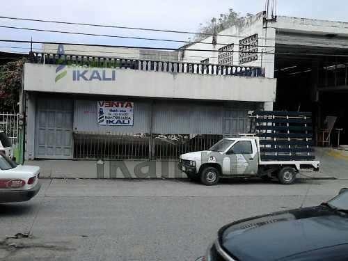 Edificio Renta Poza Rica Veracruz Col. Lázaro Cárdenas 2 Deptos. 6 Habitaciones, Se Encuentra Ubicado En El Bulevar Adolfo Ruiz Cortines # 2605 De La Colonia Lázaro Cárdenas, Consta De 2 Departamento