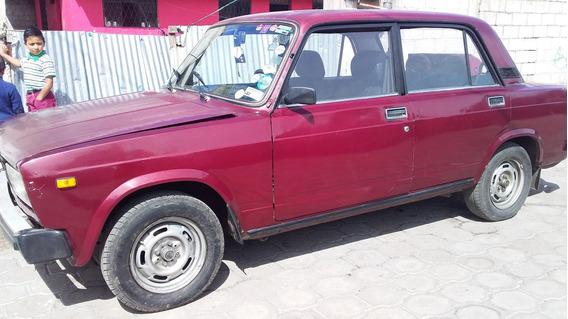 Se Vende Un Lada Rojo Año 94 Sur De Quito Negociable