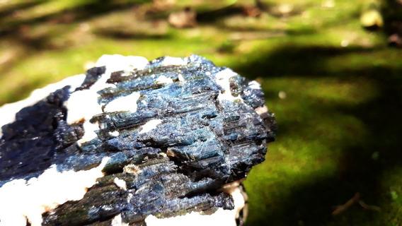 Turmalina Azul E Preta Com Quartzito. 1.771 Kg 18x11x9