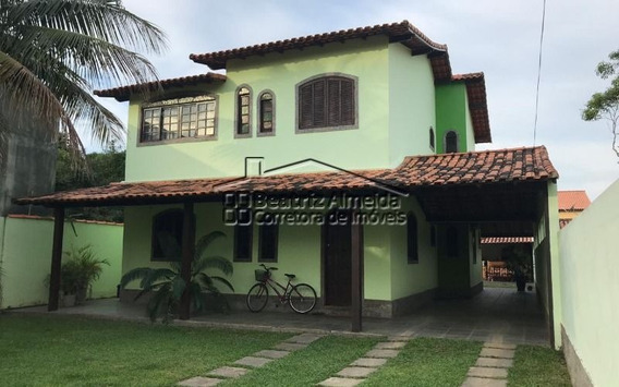 Casa Duplex De 3 Quartos, Sendo 2 Suítes, Em Rua Sentido Praia No São Bento Da Lagoa