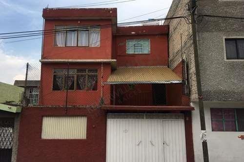 Venta De Amplia Casa En **** Colonia Cerro De Estrella ****iztapalapa****