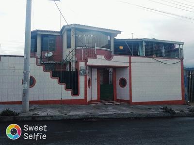 Casa De Dos Pisos Con Dos Departamentos