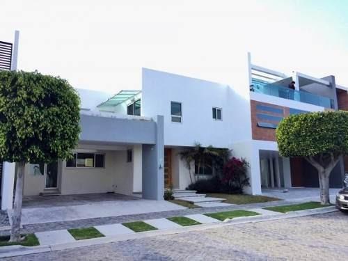 Linda Casa En Exclusivo Condominio Residencial En Lomas De A