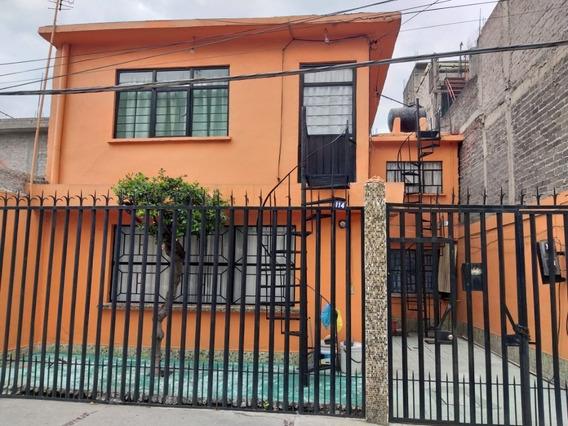 Casa En Venta De 135 Mts2 De Terreno Y 202 Mts2 De Construcción